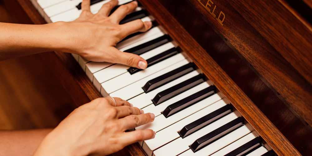 Intelligenza Artificiale che riproduce composizioni al pianoforte