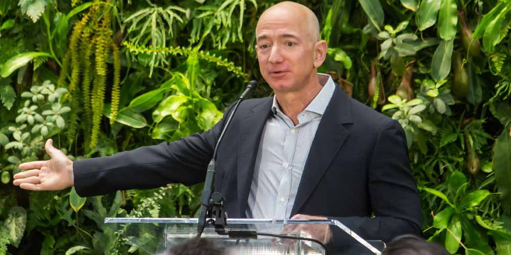 Jeff Bezos arriva addio ad Amazon
