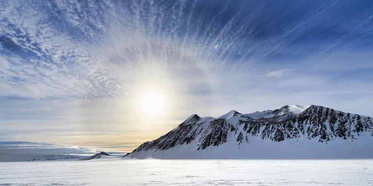 Cosa c'è dietro gli strani crateri nell'Artico?