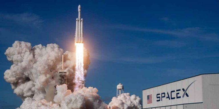 Miliardario cerca 8 persone per andare sulla Luna