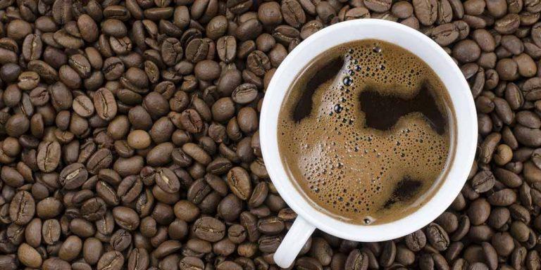 Un caffè molto forte può aiutare a bruciare i grassi