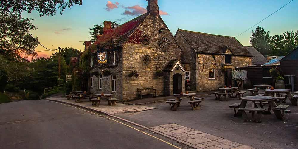Lockdown Nel Regno Unito i pub riaprono dopo le ore 24