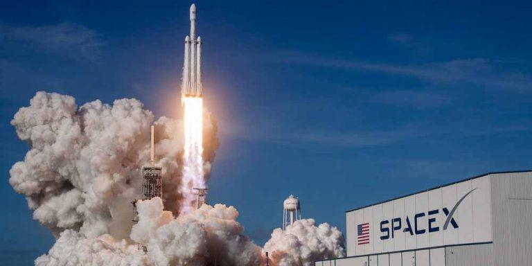 SpaceX si accorda con la Nasa per riportare gli astronauti sulla Luna