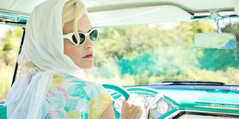Abiti vintage: cosa sono e quali sono le differenze con la moda retrò e usata