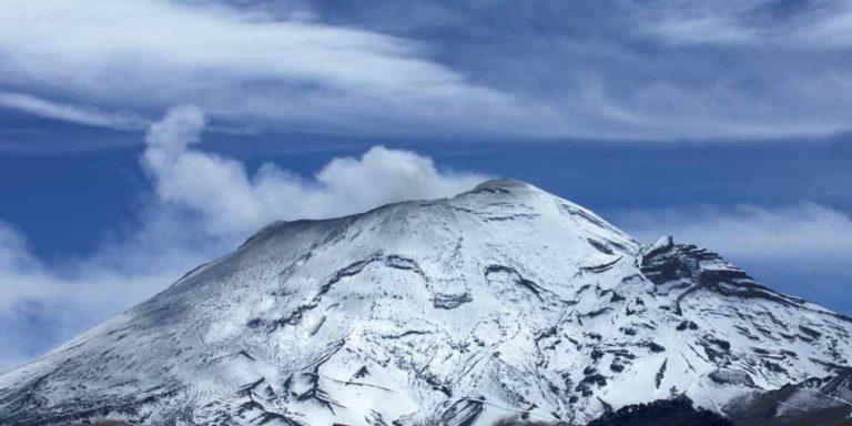 Messico: Due oggetti fuoriescono dalla bocca di un vulcano