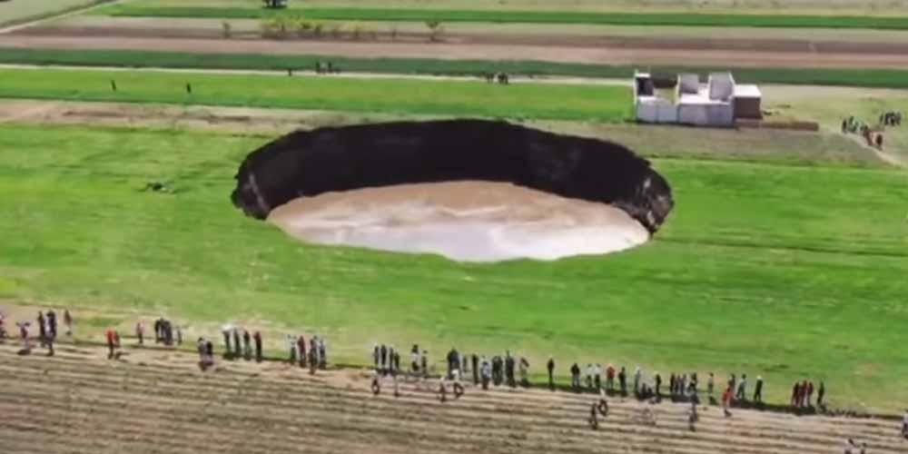 Misterioso cratere appare in Messico e continua ad allargarsi