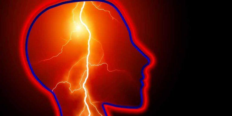 Stress, può portare a mal di testa e vomito