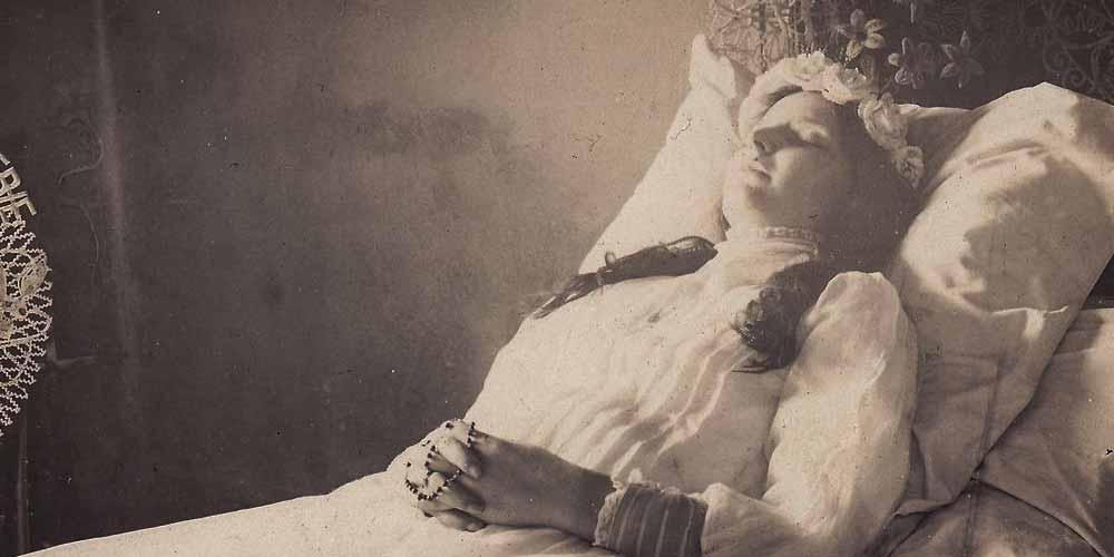 in epoca vittoriana erano ossessionati dalle foto dei morti