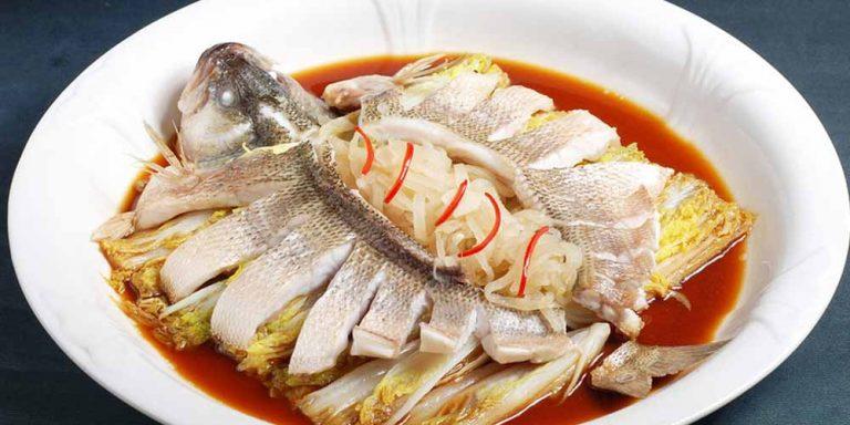 Emicrania: mangiare pesce può essere utile