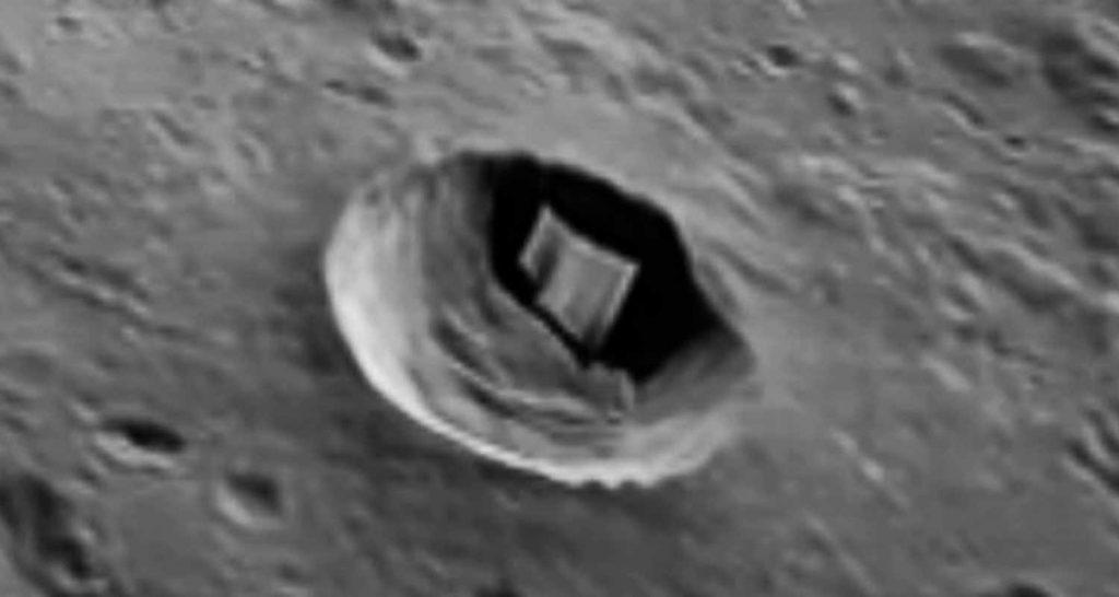 La Luna nasconde qualcosa ancora un oggetto strano