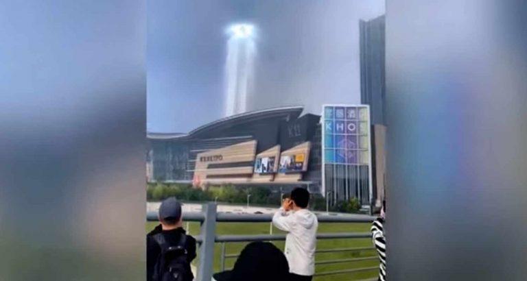 Una sorta di portale spaziotemporale appare in Cina