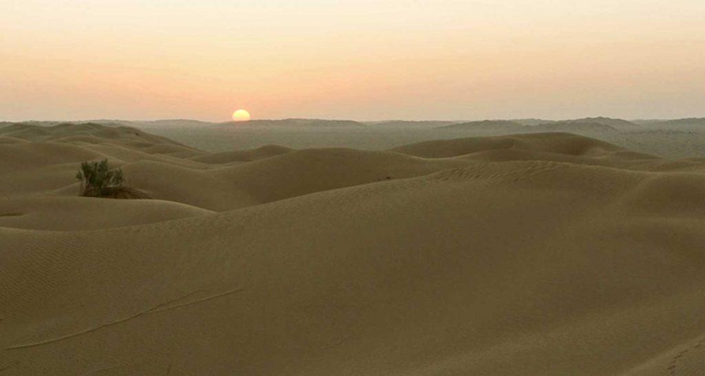 Incredibile lago che formato nel deserto