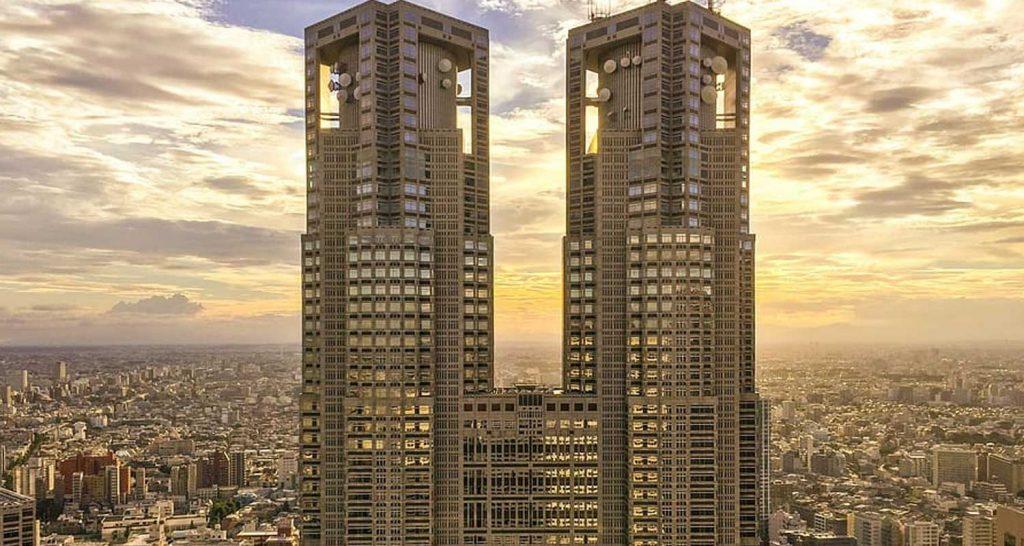 Tokyo il forte terremoto ha bloccato tutti gli ascensori